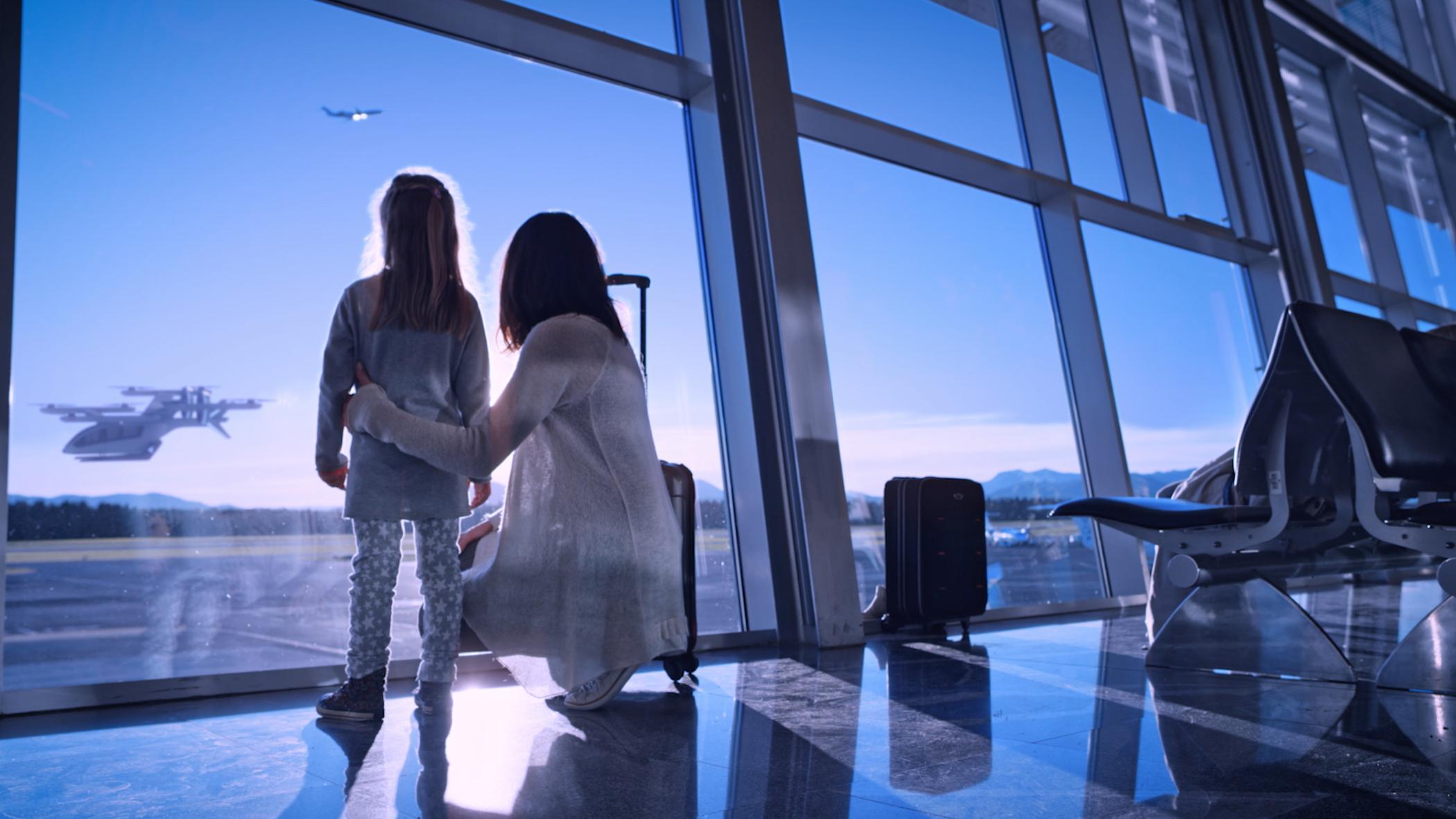 barn och förälder på flygplats