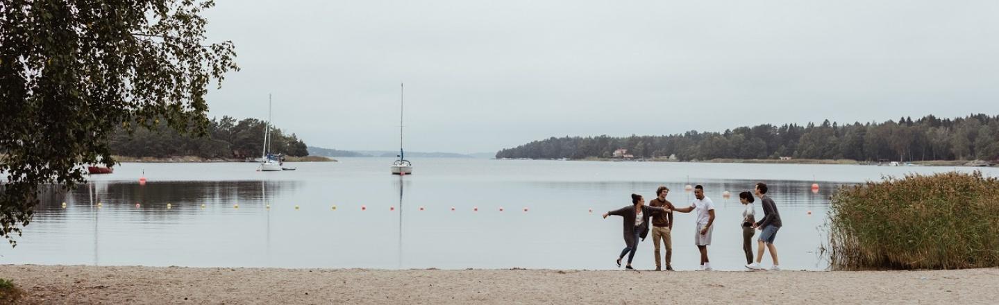 Hållbarhet, människor på stranden