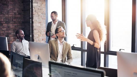 Vi samlar och använder dina uppgifter baserat på våra affärsintressen för att hantera vår kundrelation med din arbetsgivare.