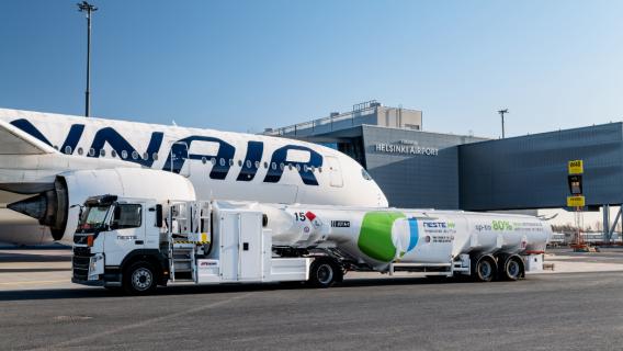 Hållbara flygbränslen, till exempel Neste MY Sustainable Aviation Fuel™, spelar en viktig roll när det gäller att minska de direkta koldioxidutsläppen från flygresor.